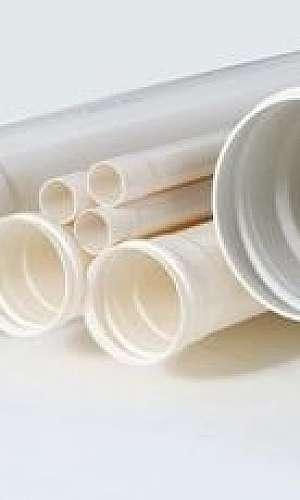 Tubo de esgoto PVC branco